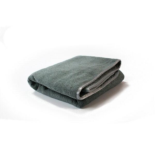 Droog nooit je lak met een zeemvel of katoenenhanddoek, maar neem beter een fatsoenlijkedroogdoek.